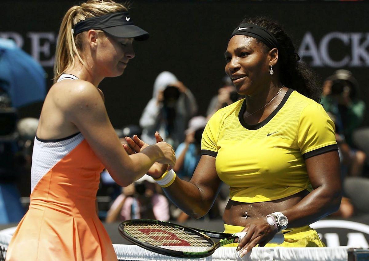 Serena Williams esquisse un sourire, Maria Sharapova fait la moue: l'Américaine vient de terrasser le Russe comme... d'habitude