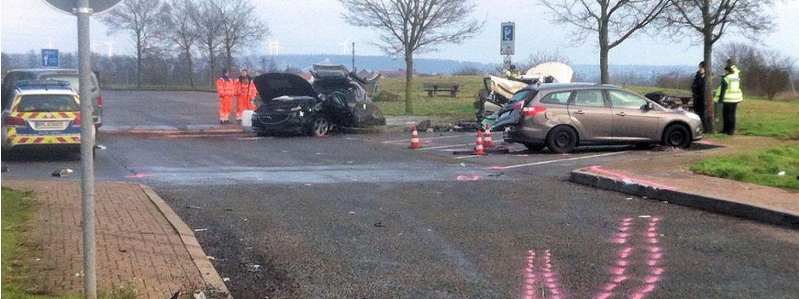 Bei dem Unfall kam eine Person ums Leben, drei weitere wurden verletzt.