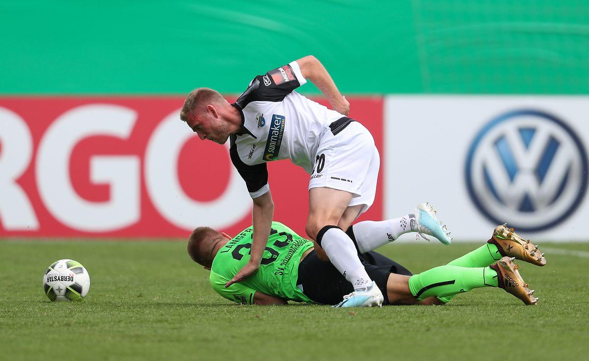 Laurent Jans (r.) und Paderborn führten bereits mit 2:0 und 3:2 gegen Rödinghausen und Angelo Langer.
