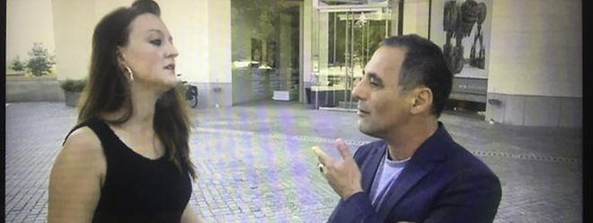 Sophie Schram et Enrico Lunghi discutent après la scène de l'agression devant le Mudam.