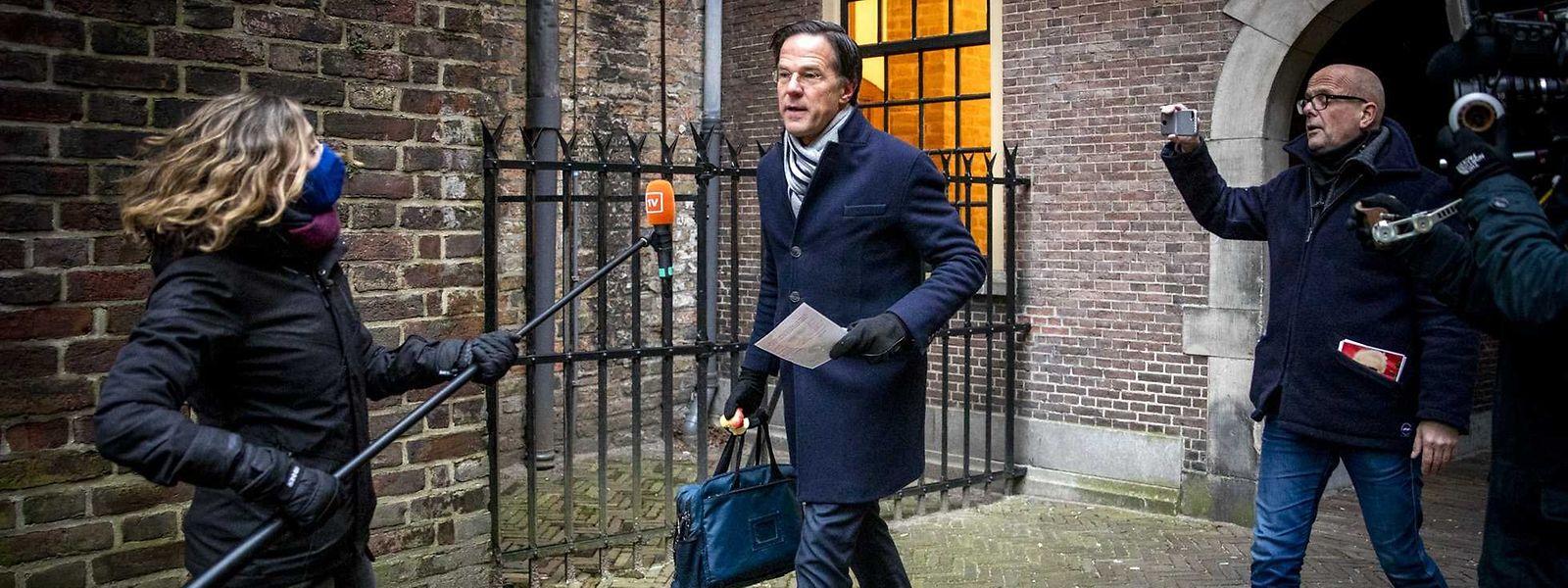 Der niederländische Premierminister Mark Rutte trifft vor dem Ministerrat im Binnenhof ein.