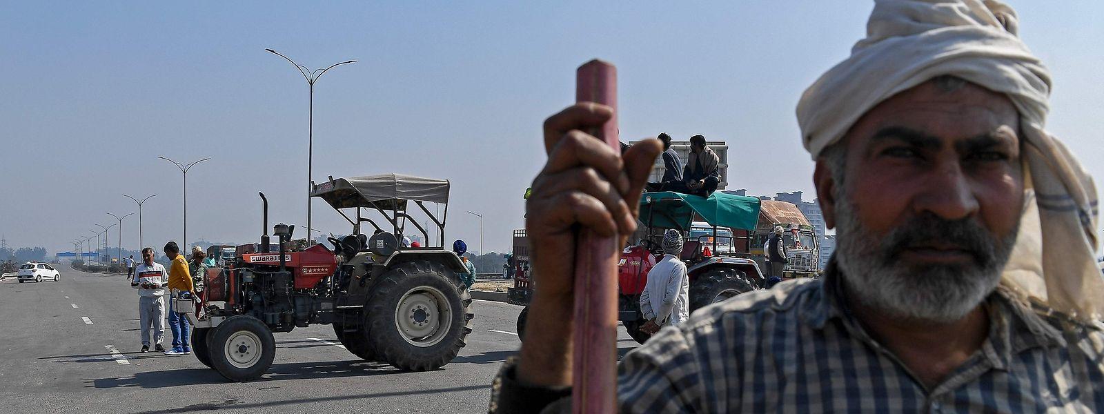 Os agricultures indianos protestaram recentemente, na capital Nova Deli, contra a nova reforma do setor.