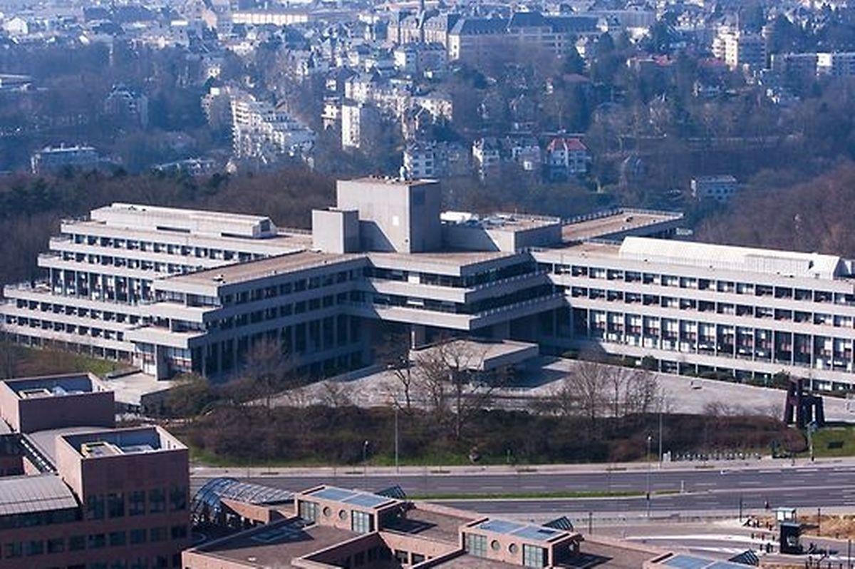 O edifício Oeste, construído em 1980