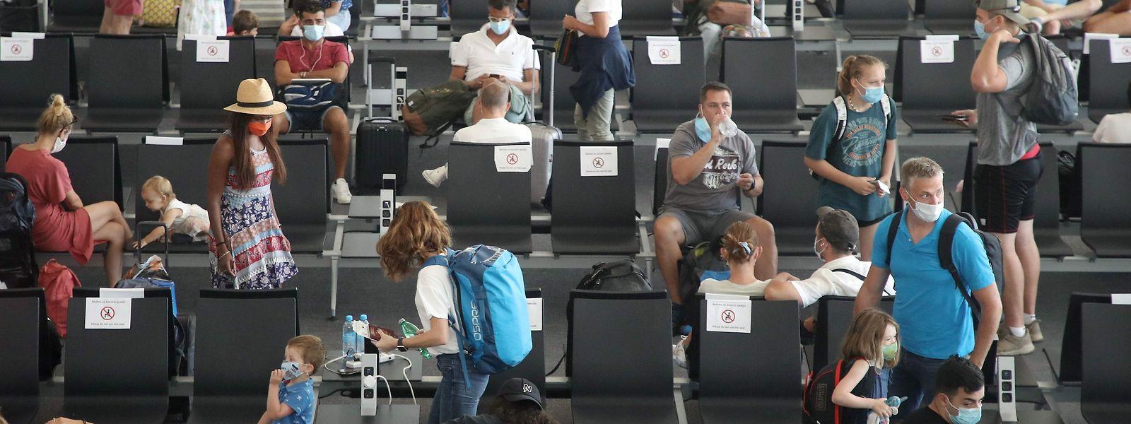 Avant de se déplacer à l'étranger, il est impératif de se renseigner quant aux mesures de restriction faites aux résidents luxembourgeois.