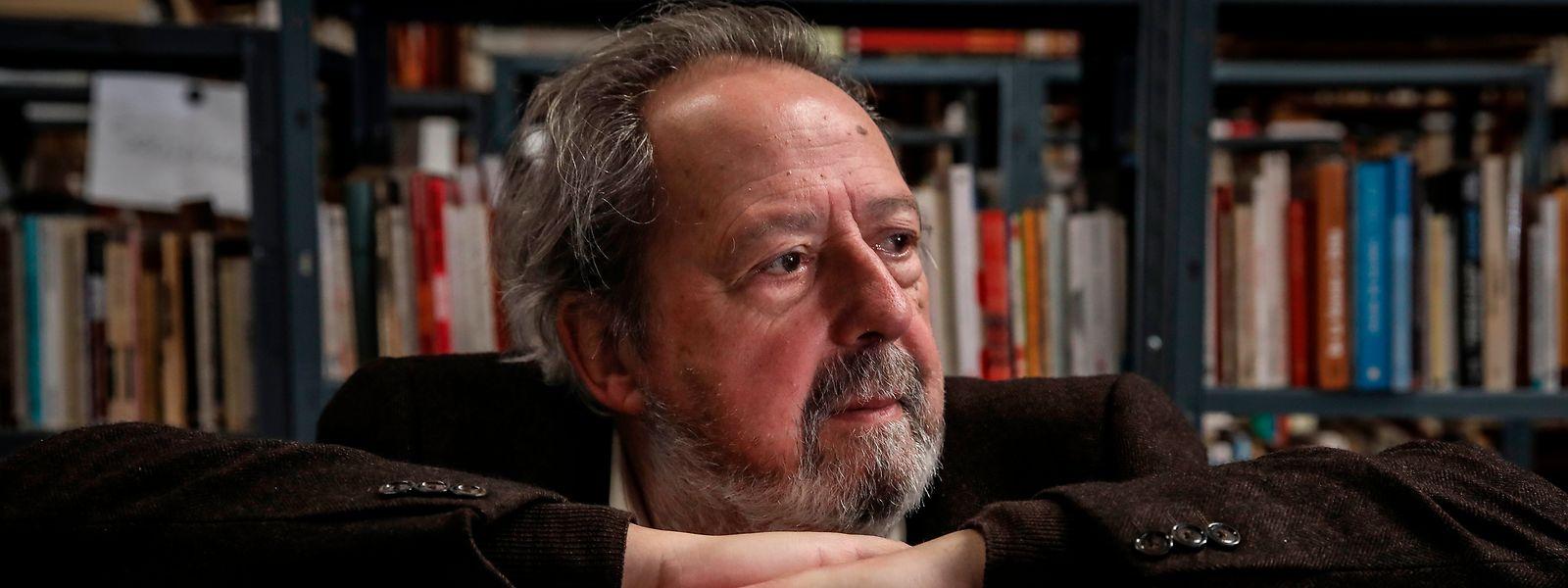 Pacheco Pereira fotografado no Espaço da Associação Ephemera e da exposição no Parque Empresarial da Baía do Tejo.