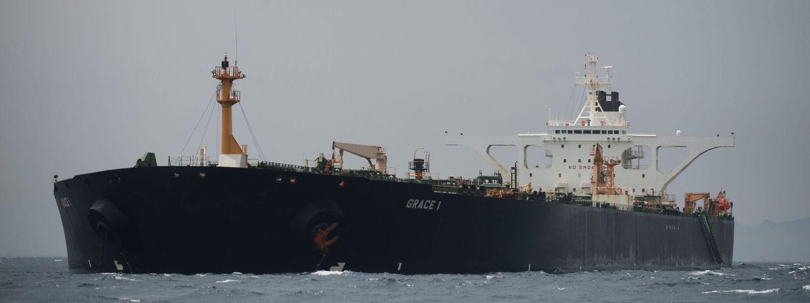 """Die Behörden in Gibraltar und die britische Royal Navy hatten den unter der Flagge Panamas fahrenden Supertanker """"Grace 1"""" vor Gibraltar wegen des Verdachts auf illegale Öllieferungen nach Syrien festgesetzt."""