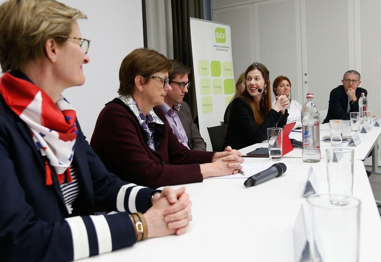 (de g. à dr.) Christiane Wickler, Monique Birkel, Philipp von Restorff, Bérengère Beffort (modératrice), Patricia Hellbach, Valérie Massin et Claude Adam