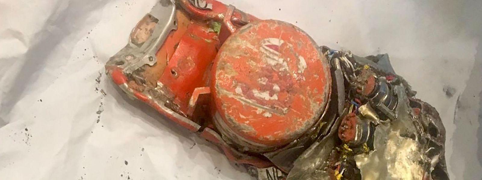 Einer der beiden Flugschreiber der Boeing wurde in den Trümmern gefunden.