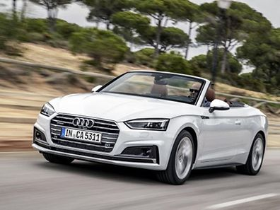 Audi A5 Cabriolet Dynamic photo, Colour: Glacier white