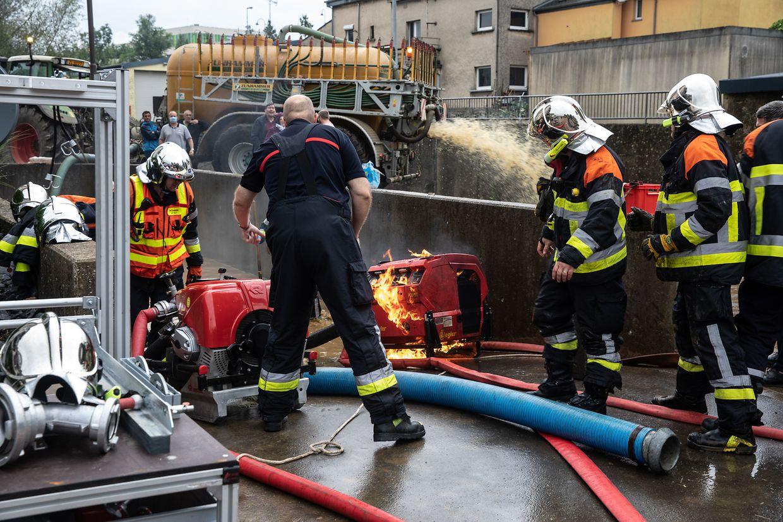 Einer der Generatoren geriet bei den Pumparbeiten in Flammen.