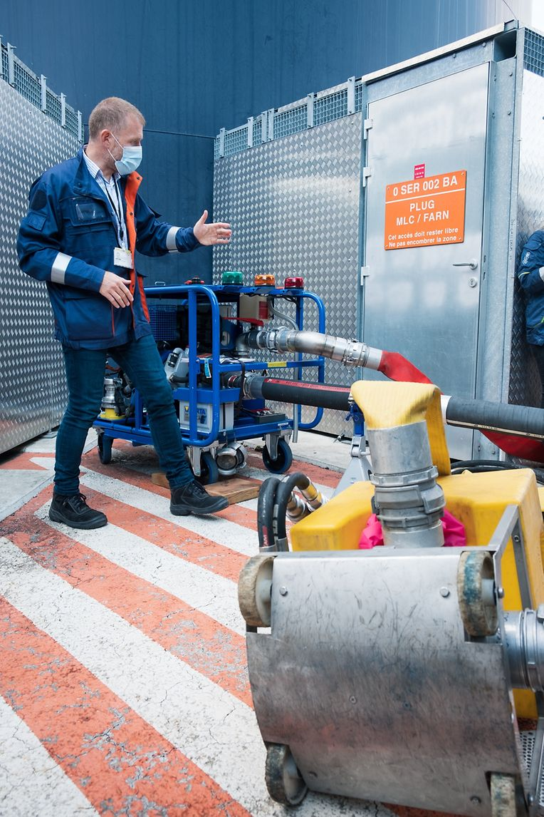 """""""Nicht nur das Material muss aufeinander abgestimmt sein, sondern auch die Einsatzkräfte und die Mitarbeiter der Anlage"""", sagt der beigeordnete Direktor des Kernkraftwerks, Jérôme Le Saint."""