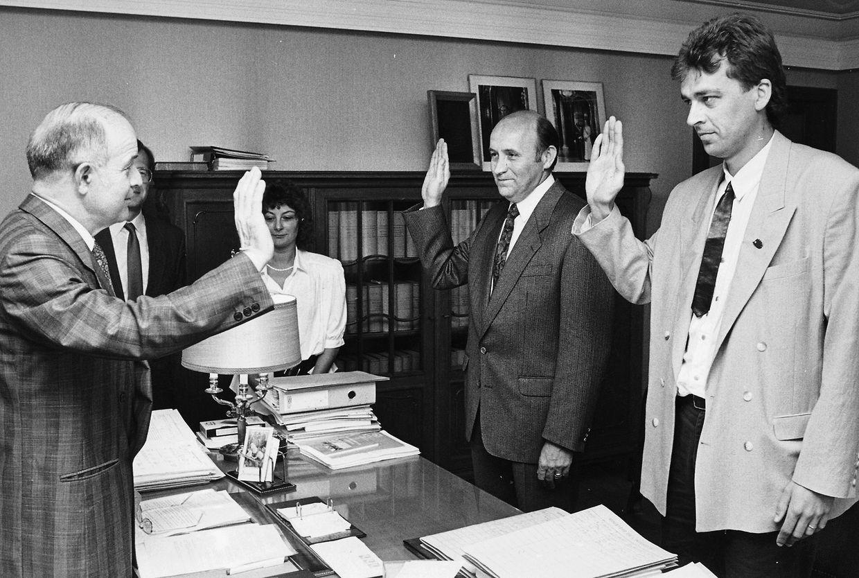 1990: Camille Gira prête serment au moment de devenir bourgmestre de Beckerich la première fois.