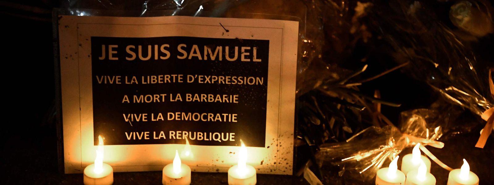 Am Dienstag fand in Conflans-Sainte-Honorine ein Gedenkmarsch für den ermordeten Lehrer Samuel Paty statt.