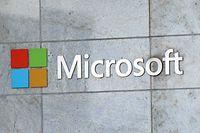 "ARCHIV - 25.01.2021, USA, Bellevue: Das Microsoft-Logo ist am Firmengebäude in Bellevue zu sehen. (Zu dpa ""Medien: Zehntausende E-Mail-Server wegen Microsoft-Lücke gehackt"") Foto: Toby Scott/SOPA Images via ZUMA Wire/dpa +++ dpa-Bildfunk +++"