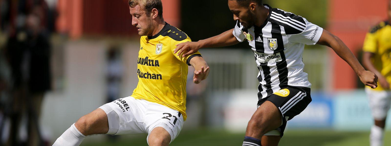 Durch den Sieg gegen Jeunesse um Emmanuel Lapierre haben Dominik Stolz (l.) und F91 sechs Punkte auf dem Konto.
