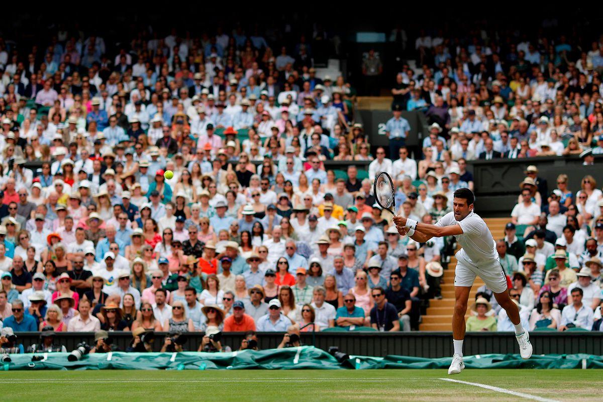 Novak Djokovic ist nur noch zwei Siege von der Titelverteidigung entfernt.