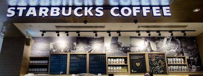 Le premier Starbucks a ouvert ses portes ce lundi 4 janvier 2016.