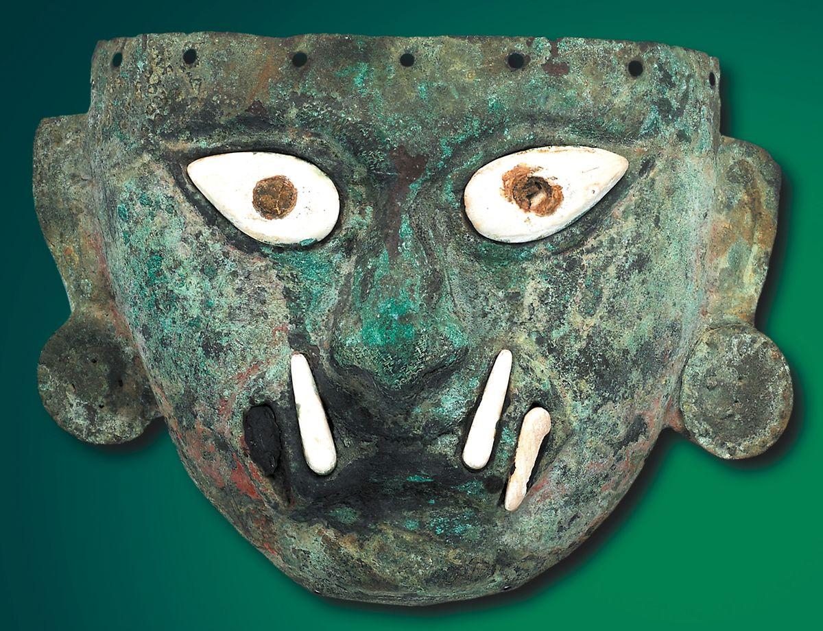 Die Totenmaske der Gottheit Ai Apaec ist ein Zeugnis aus der Moche-Kultur, die von 100 bis 800 nach Christus in Peru existierte.