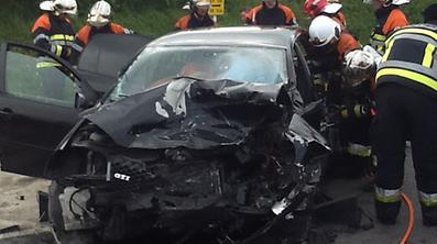 Les cinq occupants des deux véhicules ont été blessés.