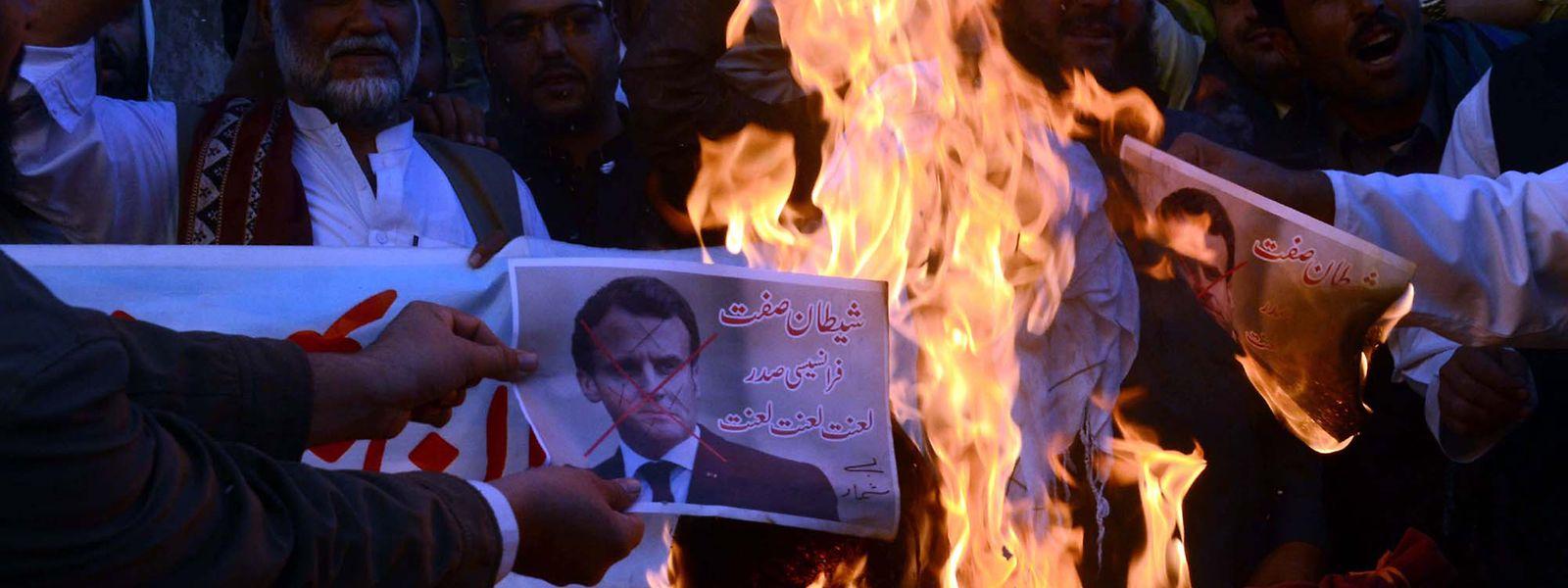 Als Reaktion auf Frankreichs Positionierung zu Meinungsfreiheit und der Veröffentlichung von Karikaturen des Propheten Mohammed kam es in zahlreichen muslimischen Ländern zu Protesten.