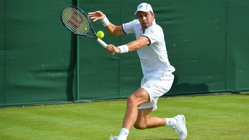 Sans doute émoussé après un 1er tour marathon, Gilles Muller s'est incliné en trois sets face au Russe Andrey Kuznetsov au 2e tour à Wimbledon
