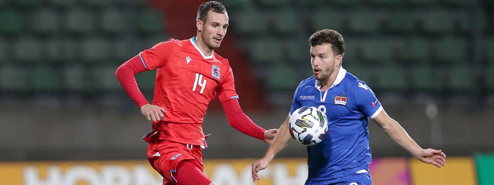 Stefano Bensi, hier gegen Liechtensteins Aron Sele (r.), ist aus der Nationalmannschaft zurückgetreten.