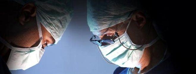 Ärzte unter sich sind sich uneinig, inwieweit Musik während einer OP sinnvoll ist - und vor allem, welche Musik läuft.