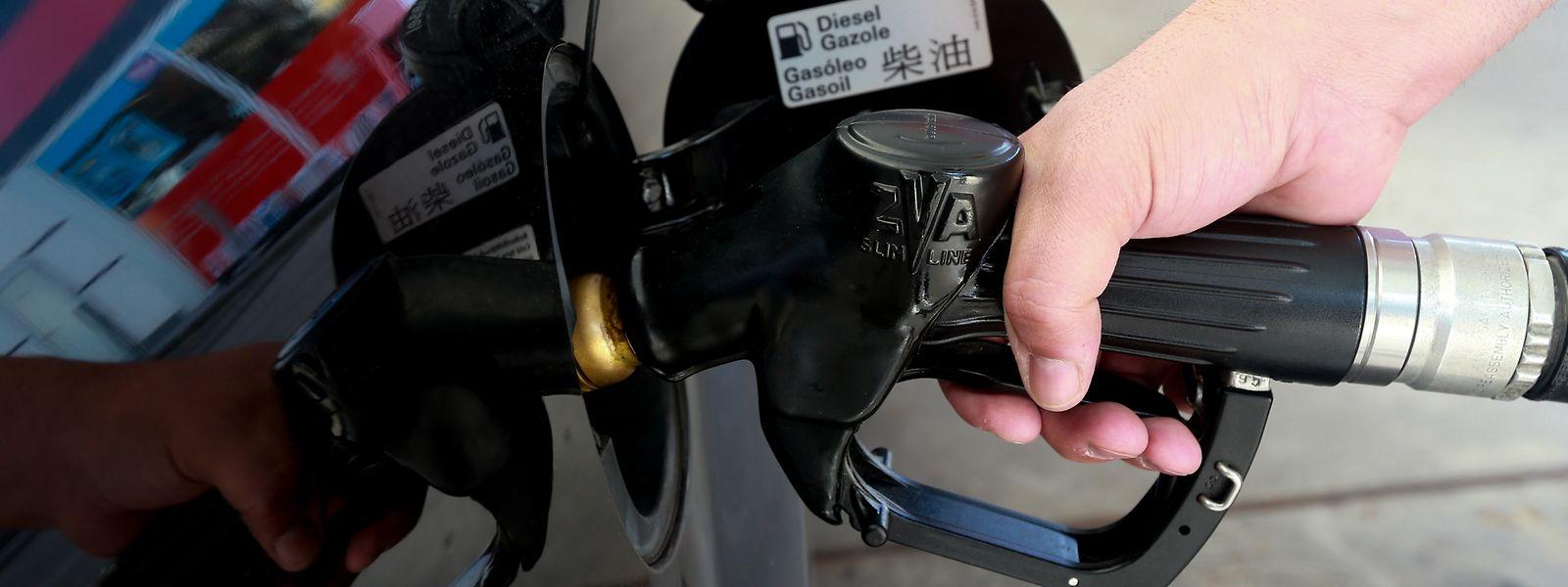 Diesel-Fahrer müssen ab Dienstag wieder tiefer ins Portemonnaie greifen.