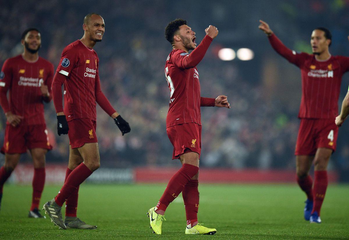 Alex Oxlade-Chamberlain (au centre) jubile: en dominant les Belges de Genk (2-1), Liverpool se porte en tête du groupe E