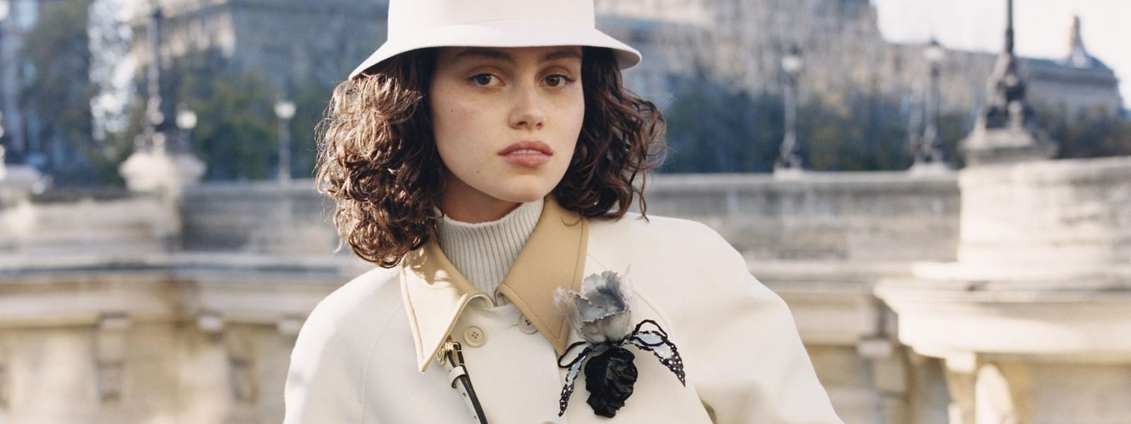 Für die neue Kampagne des Hauses Louis Vuitton stand Caroline Reuter am Pariser Pont Neuf vor der Kamera.