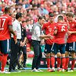 Bayern Munich's Croatian headcoach Niko Kovac talks to his players during the German First division Bundesliga football match between FC Bayern Munich and Bayer Leverkusen in Munich, on September 15, 2018. (Photo by Guenter SCHIFFMANN / AFP) / DFL REGULATIONS PROHIBIT ANY USE OF PHOTOGRAPHS AS IMAGE SEQUENCES AND/OR QUASI-VIDEO