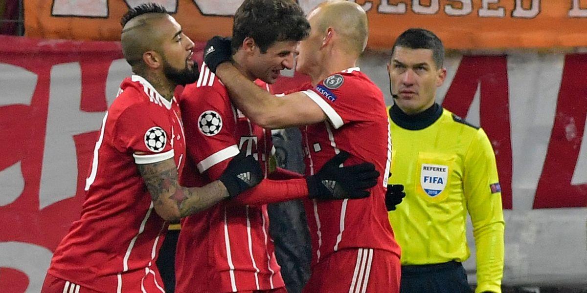 Jogadores do Bayern Munique comemoram mais um golo