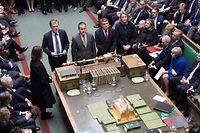 """A handout photograph released by the UK Parliament's shows Britain's Prime Minister Theresa May (2R) listen as Tellers Julian Smith, Conservative MP for Skipton and Ripon, Christopher Pincher, Conservative MP for Tamworth, Jeff Smith, Labour MP for Manchester Withington, and Jessica Morden, Labour MP for Newport East, report the results of the vote on the no confidence motion in the House of Commons in central London on January 16, 2019. - British Prime Minister Theresa May on Wednesday narrowly survived a no-confidence vote sparked by the crushing defeat of her Brexit deal just weeks before the UK leaves the European Union. (Photo by JESSICA TAYLOR / UK PARLIAMENT / AFP) / RESTRICTED TO EDITORIAL USE - NO USE FOR ENTERTAINMENT, SATIRICAL, ADVERTISING PURPOSES - MANDATORY CREDIT """" AFP PHOTO / Jessica Taylor / UK Parliament"""""""