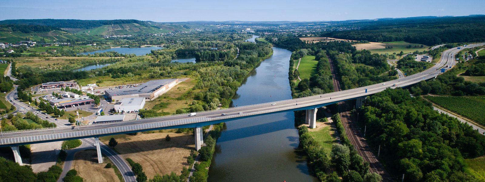 Die A13 führt bei Schengen über die Mosel.