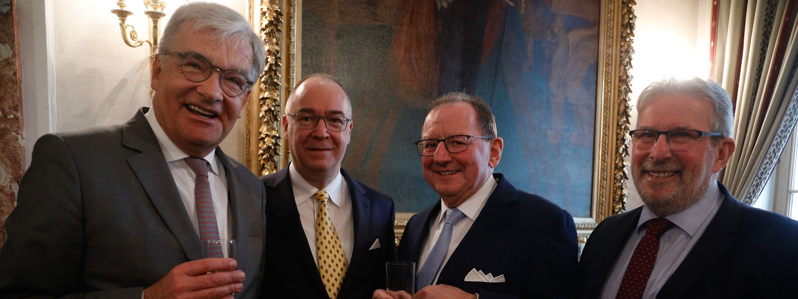 Claude Frieseisen mit Chamberpräsident Fernand Etgen (Zweiter und Dritter von links) und dessen Amtsvorgängern Mars di Bartolomeo (rechts) sowie Laurent Mosar (links).