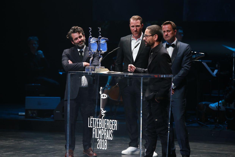 """Der """"Filmpräis"""" für den besten Luxemburger Spielfilm bekamen für den Film """"Gutland"""" der Regisseur Govinda Van Maele (r.) und der Produzent Gilles Chanial (Films Fauves)"""