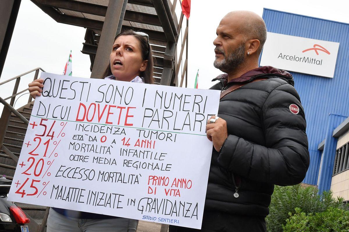 Stahlarbeiter bei Ilva befürchten ihre Entlassung.