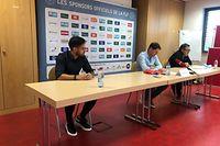 Mica Pinto (l.), hier neben Nationaltrainer Luc Holtz und Pressesprecher Marc Diederich (r.), freut sich auf die Spiele mit der Nationalmannschaft.