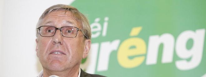 Der Fraktionsvorsitzende von Déi Gréng, François Bausch, äußert sich zurückhaltend über die Möglichkeit einer schwarz-grünen Koalition in Deutschland.