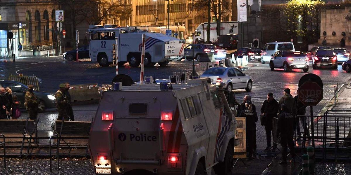 Le procès très médiatique de Salah Abdeslam, devait à l'origine s'ouvrir ce lundi pour quatre jours, à Bruxelles où d'importants moyens de sécurité ont été mis en place le matin.