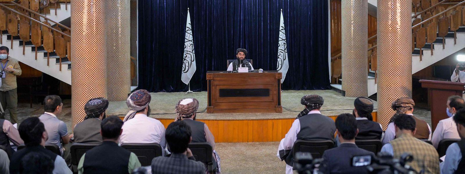 Sabiullah Mudschahid bei der Pressekonferenz.