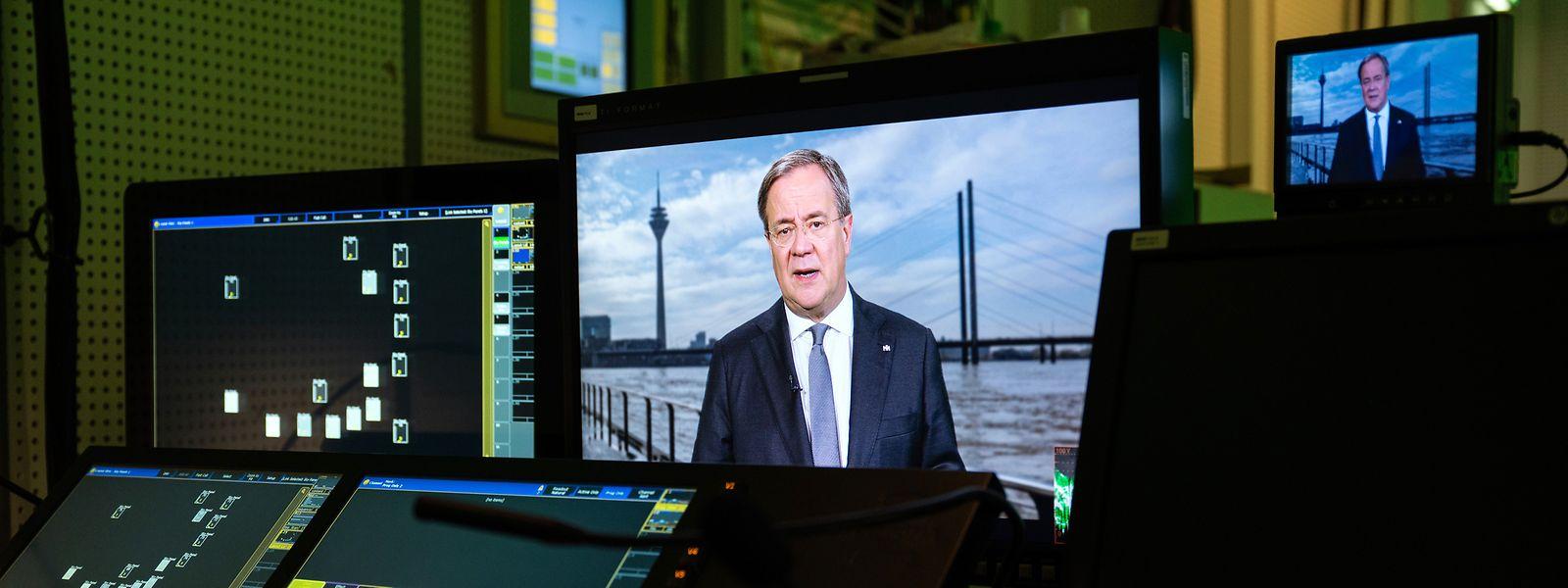 Armin Laschet (CDU), aufgenommen während einer Fernsehansprache im WDR. Der Ministerpräsident von Nordrhein-Westfalen müsste sich der Macht von Bildern eigentlich bewusst sein.