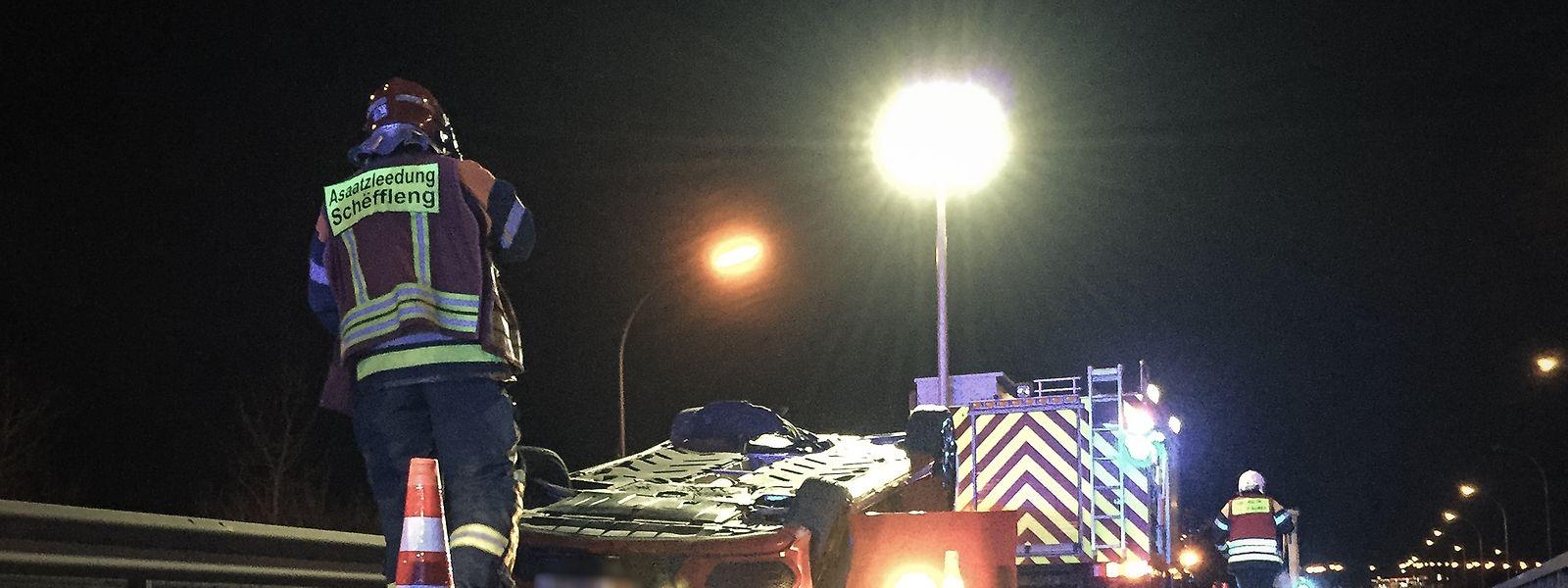 Das Auto war auf dem Dach gelandet.