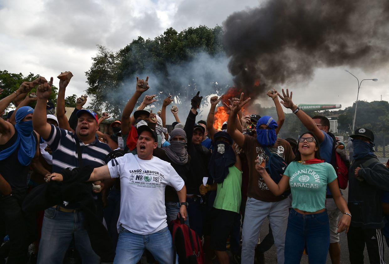 Zehntausende gingen am Mittwoch gegen die sozialistische Regierung auf die Straße.