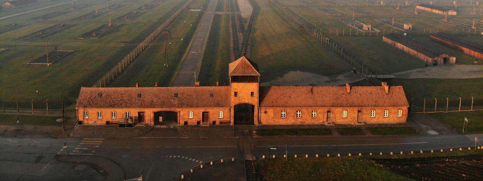 Der Eingang zum Vernichtungslager Auschwitz.