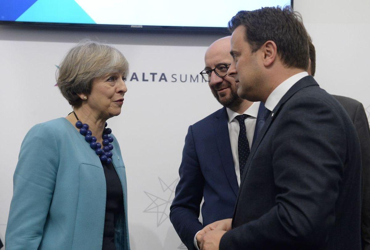 Premier Xavier Bettel im Gespräch mit der britischen Regierungschefin Theresa May und seinem belgischen Amtskollegen Charles Michel.