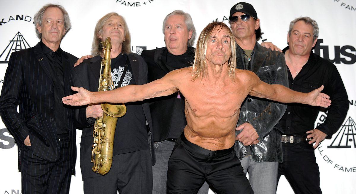 """""""The Stooges"""" mit Frontman Iggy Pop (vorne) wurden 2010 im  Rock and Roll Hall of Fame eingeführt."""
