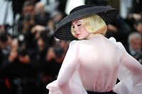 """US actress and member of the jury of the Cannes Film Festival Elle Fanning poses as she arrives for the screening of the film """"Once Upon a Time... in Hollywood"""" at the 72nd edition of the Cannes Film Festival in Cannes, southern France, on May 21, 2019. (Photo by LOIC VENANCE / AFP)"""