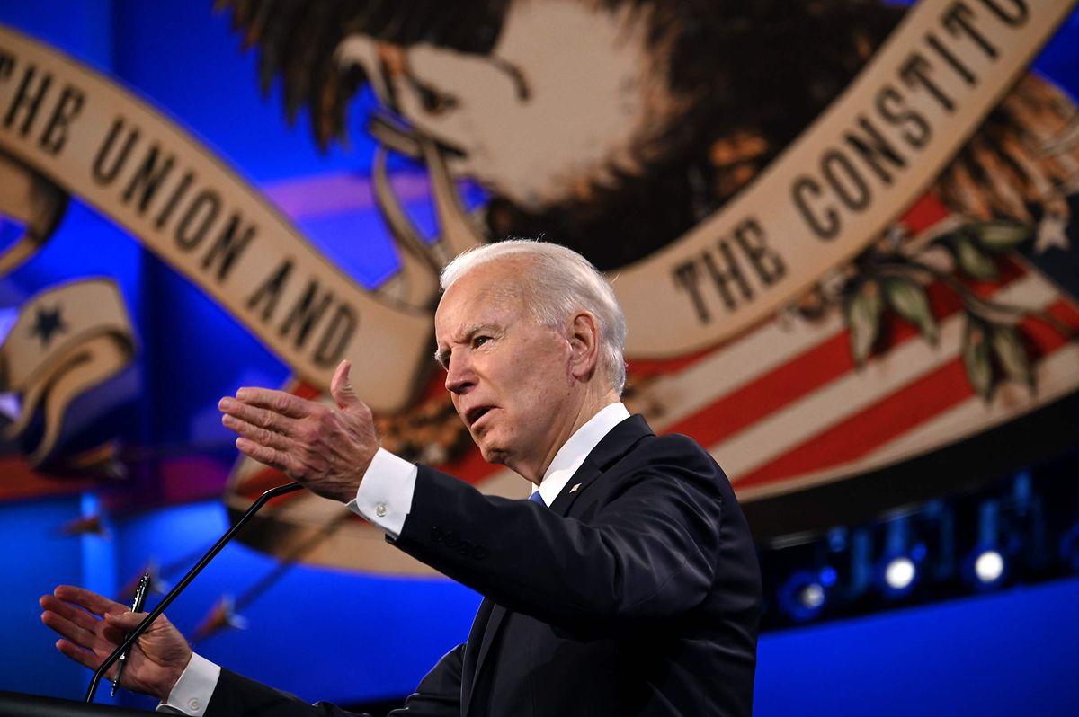 Joe Biden sagte, als Präsident würde er alle Menschen dazu anhalten, eine Gesichtsmaske zu tragen.