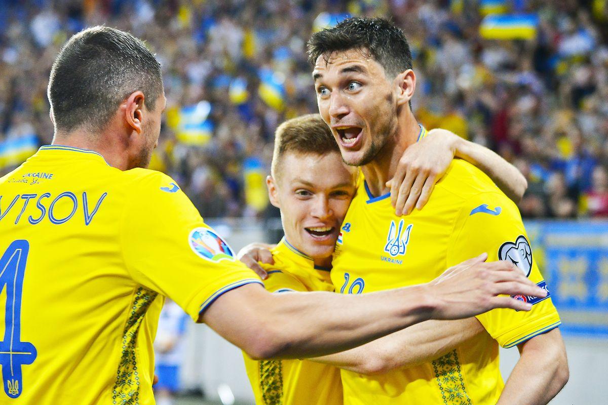 Roman Yaremchuk vient de porter l'Ukraine au commandement dès la 6e minute.